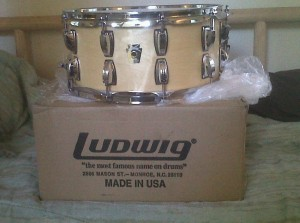 Ludwig made a new 6 1/2 x 14 Classic Maple snare for me. Loving it!!